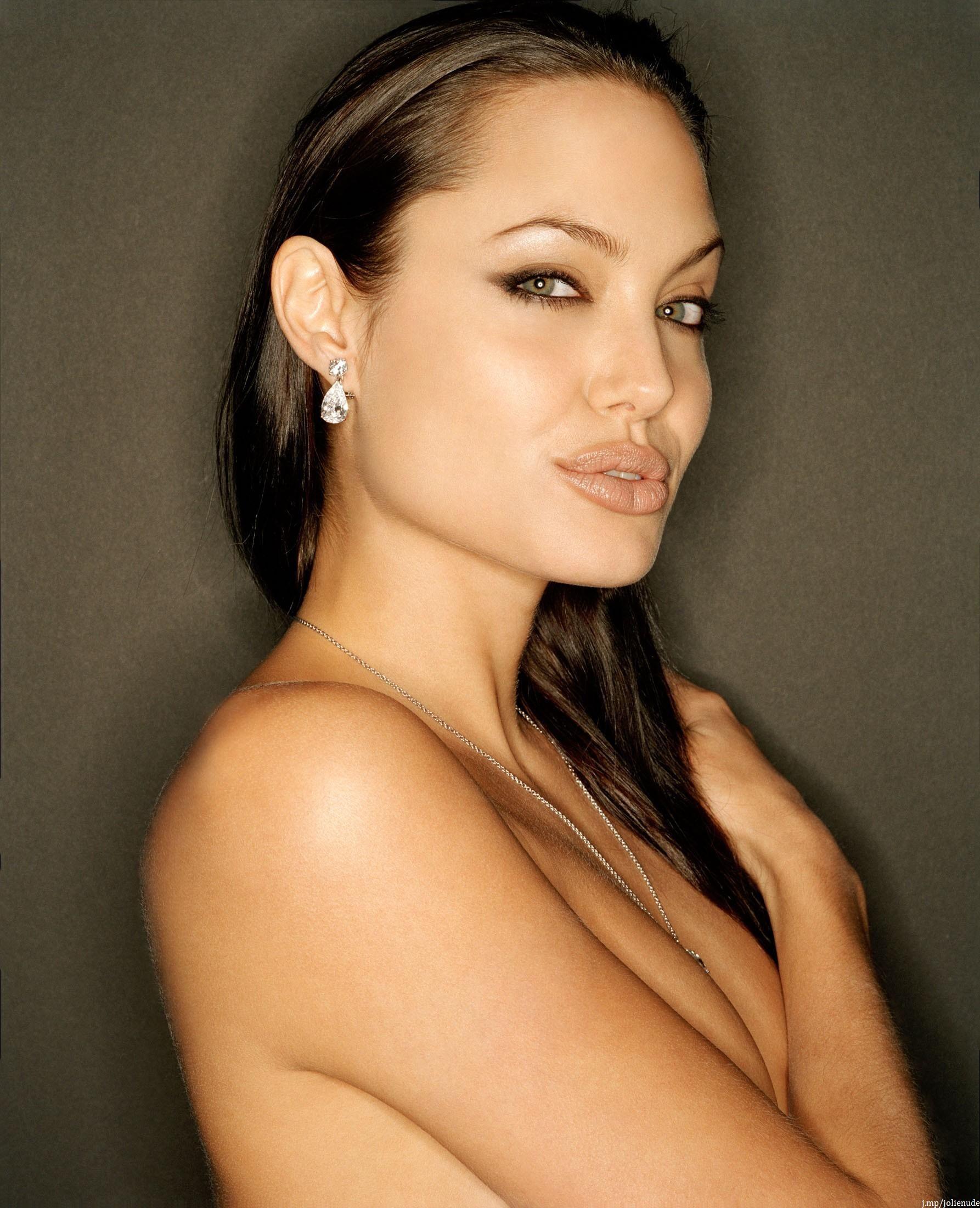 Angela jolie nude pic