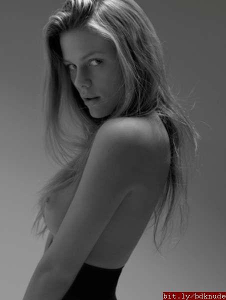 Brooklyn Decker Nude Pics 51