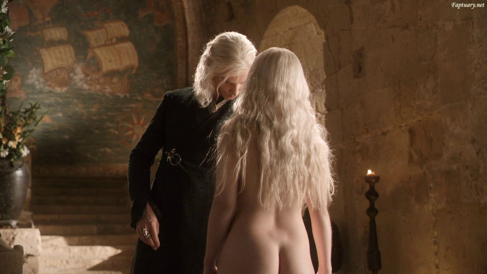 Game nudity of throne emilia clarke