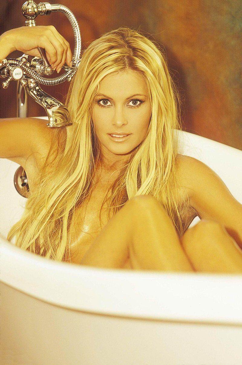 Nicole Eggert Naked 60