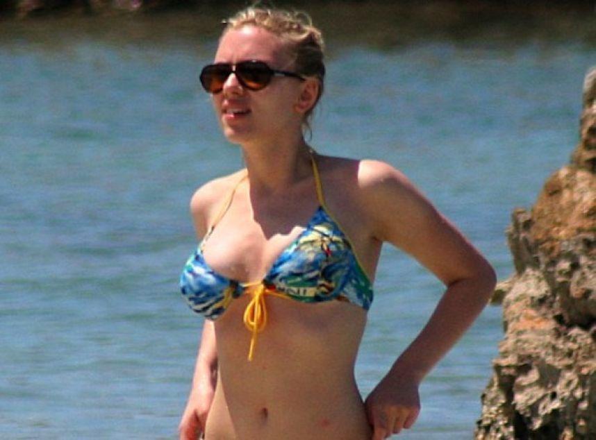 Scarlet Bikini 35