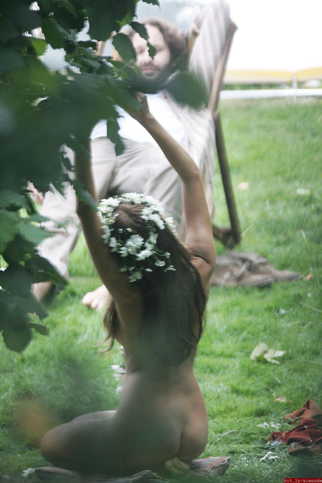Sienna miller hippie nude
