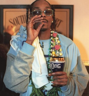Snoop Dogg: likely NOT smoking a fatty boombatty spliff here