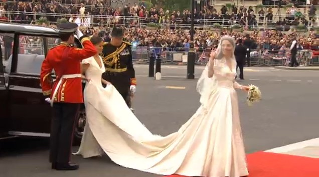 kate middleton dress auctioned. kate middleton royal wedding