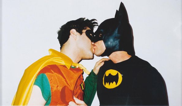 batman kissing robin