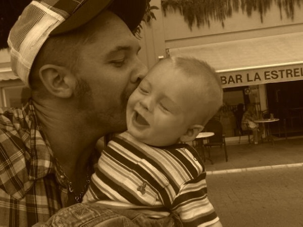 tom hardy kissing son louis