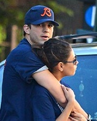 Ashton Kutcher Dating Mila Kunis