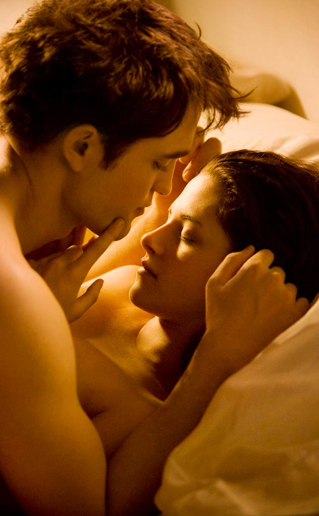 Robert Pattinson and Kristen Stewart in Bed