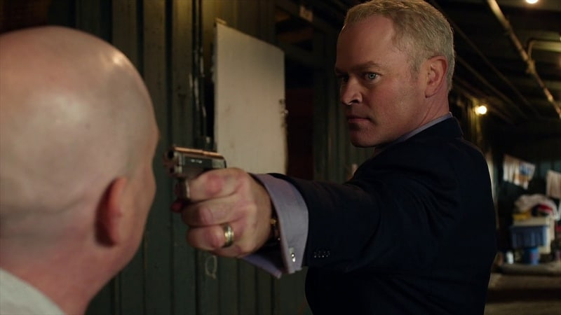 Quarles pointing his gun on Justified.