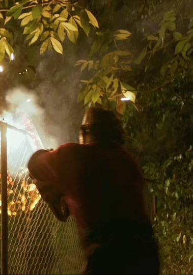 Fence cutting in Texas Chainsaw 3D.