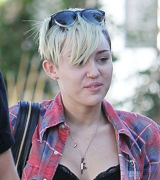 miley cyrus without makeup guess what she looks like