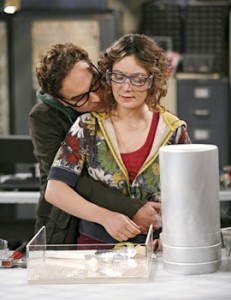 sara gilbert and johnny galecki on the big bang theory