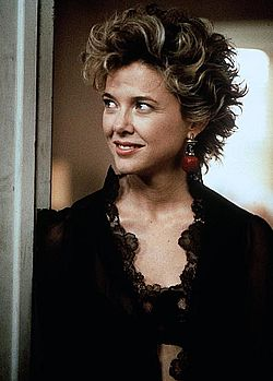 Annette Bening nude