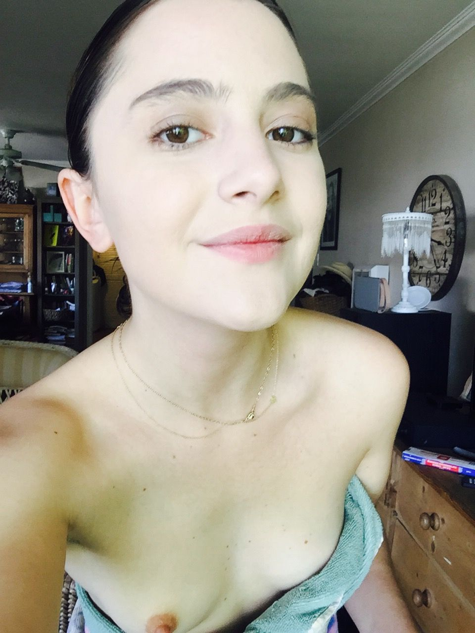 Latina teen nude butts selfie