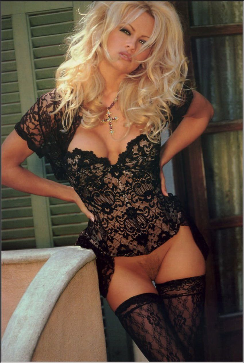 Pics topless pam anderson