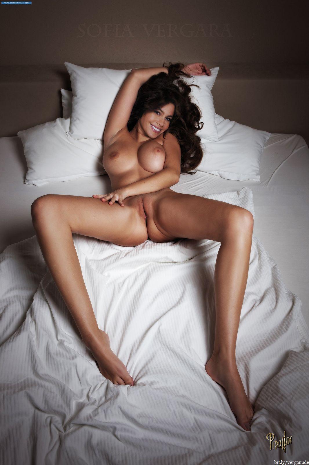 Nude sophia verga